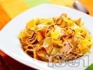 Рецепта Папарделе паста с пилешки хапки, сметана и босилк
